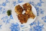 Шаг 8. Выложить на тарелку и украсить зеленью.