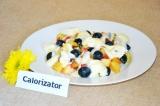 Готовое блюдо: фруктовый салат с творожной массой