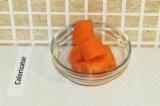 Шаг 2. Порезать морковь.