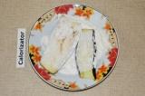 Шаг 2. Обвалять в муке и обжарить на сковороде с добавлением растительного масла