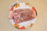 Шаг 1. Свинину промыть, сделать надрезы, посолить, поперчить и приправить аромат