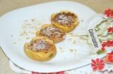 Готовое блюдо: яблоки с орехами и корицей