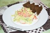 Готовое блюдо: салат с копченой курицей и овощами