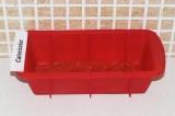 Шаг 6. На дно формы выложить небольшое количество томатной пасты.