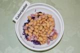 Шаг 3. Добавить консервированную фасоль, предварительно избавится от лишней воды