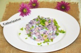 Готовое блюдо: салат с фасолью, яйцом и капустой