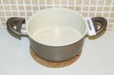 Шаг 7. Отварить чечевицу до полуготовности в воде, смешанной с молоком.