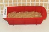 Шаг 8. Выложить тесто в форму и отправить в предварительно разогретую духовку