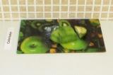 Шаг 4. Нарезать авокадо.