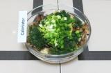 Шаг 12. Смешать все ингредиенты для салата. Перед подачей заправить майонезом.
