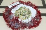 Готовое блюдо: новогодний оливье с шампиньонами