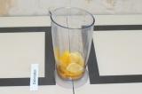 Шаг 3. Взбить блендером манго и лимон.
