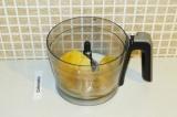 Шаг 13. Взбить блендером манго и кокосовую манну.