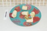 Шаг 7. Нарезать банан.