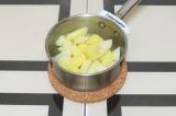 Шаг 4. Отварить картофель до полуготовности.