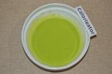 Шаг 3. Для зеленого цвета блинчиков использовать заранее приготовленный сок шпин