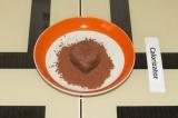 Шаг 7. Обвалять шоколадные в какао-порошке.