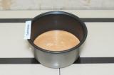 Шаг 6. Вылить тесто в чашу мультиварки и поставить готовиться на режим выпечка