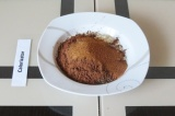 Шаг 1. Смешать сухие ингредиенты (кроме кокосовой стружки).