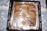 Шаг 5. Сформировать небольшие печенья и выложить на противень, застеленный фольг