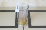 Шаг 1. Взбить яйца с псиллиумом и оставить на 5 минут.