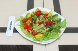 Готовое блюдо: овощной салат с авокадо и кедровым орехом