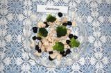Готовое блюдо: теплый салат из брокколи с курицей
