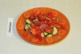 Шаг 7. Выложить овощи на тарелку.