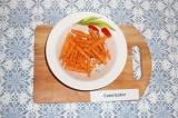 Шаг 4. Добавить к этой смеси морковь, хорошо перемешать.