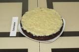 Шаг 10. Смазать пирог полученным кремом. Можно подавать сразу или убрать в холод