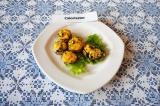 Готовое блюдо: грибы, фаршированные творогом