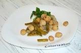 Готовое блюдо: молодой картофель с фасолью