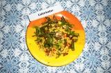 Готовое блюдо: яичница с помидорами и фасолью