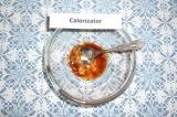Шаг 9. Для соуса: смешать гранатовый сок с оливковым маслом и горчицей. Заправит
