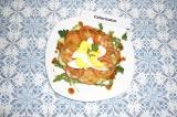 Готовое блюдо: салат с рукколой и гранатовым соусом