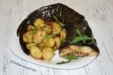 Готовое блюдо: сом с молодым картофелем