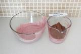 Шаг 5. Разделить кешью-массу на равные части и в одну добавить 2 ст.л. какао.