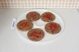 Шаг 8. Украсить ягодами годжи и отправить сушиться при температуре 45 С