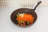 Шаг 5. Припустить овощи на сковороде.