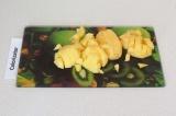 Шаг 6. Нарезать картофель небольшими кубиками.