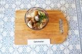 Шаг 3. Цветную капусту, укроп и грибы измельчить в блендере.