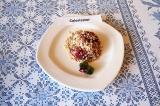Готовое блюдо: овсяный крамбл с вишней