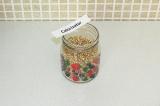 Шаг 2. Прорастить зелёную гречку в течение двух дней, затем высушить в духовке