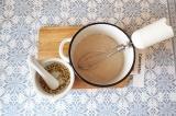 Шаг 3. В теплое молоко добавить все ингредиенты и перемешать, чтобы не было комо