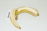 Шаг 3. Банан порезать кусочками.