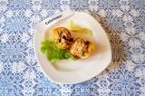 Готовое блюдо: персики с лососем