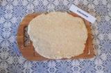 Шаг 2. Раскатать тесто в пласт.