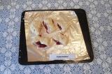 Шаг 6. Полученные булочки выложить на противень и выпекать при 200 С 30-35 минут