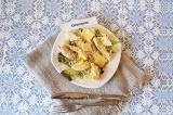 Готовое блюдо: салат Цезарь с курицей