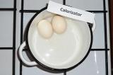 Шаг 2. Сварить яйца.